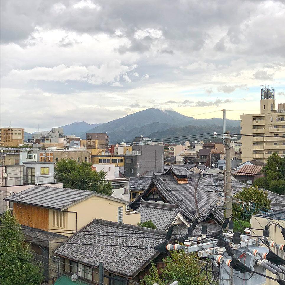 博國屋から見える比叡山