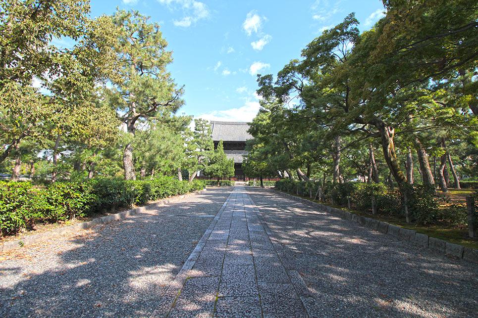 建仁寺内の道